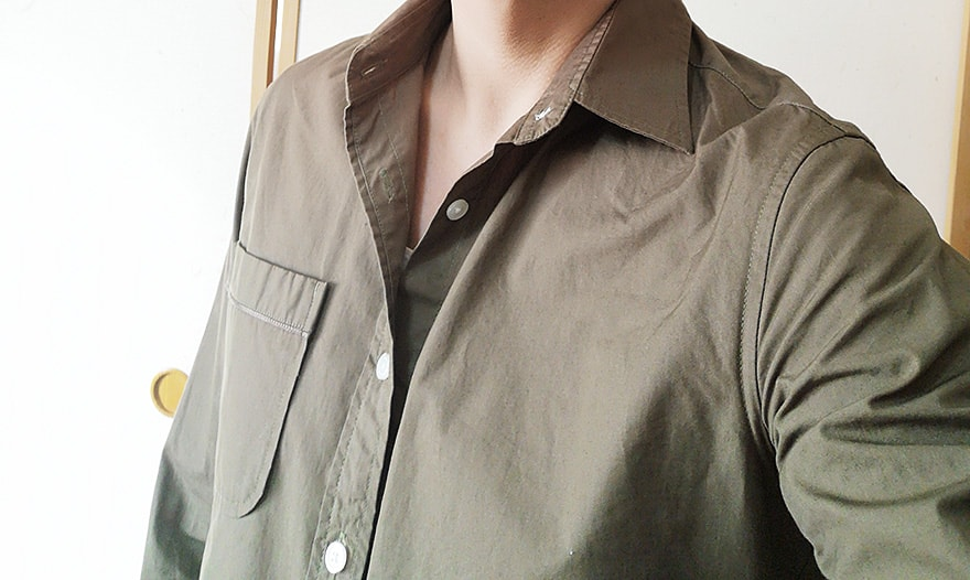 当然シャツのUネックTをシャツのインナーに着てもいい感じ!